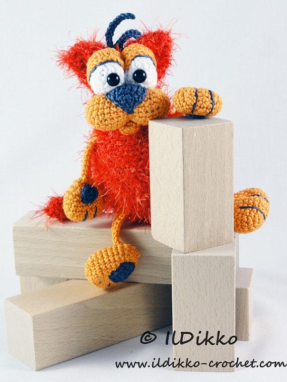 Crochet Along Carrot Pouch - YouTube | 760x570
