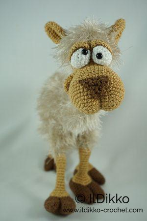 Crochet Llama Pattern - thefriendlyredfox.com   449x300