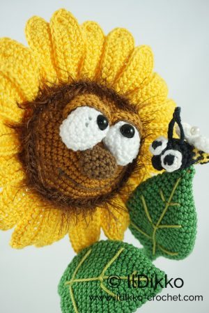 Small Crochet Sunflower (Pattern included) | Crochet flowers ... | 449x300