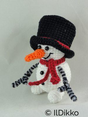 Cute Amigurumi Snowman Crochet Pattern - Snowman Christmas ... | 400x300