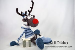 Cuddle Me Reindeer crochet pattern - Amigurumi Today | 200x300